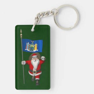 Papá Noel con la bandera del estado de Nueva York Llavero Rectangular Acrílico A Doble Cara