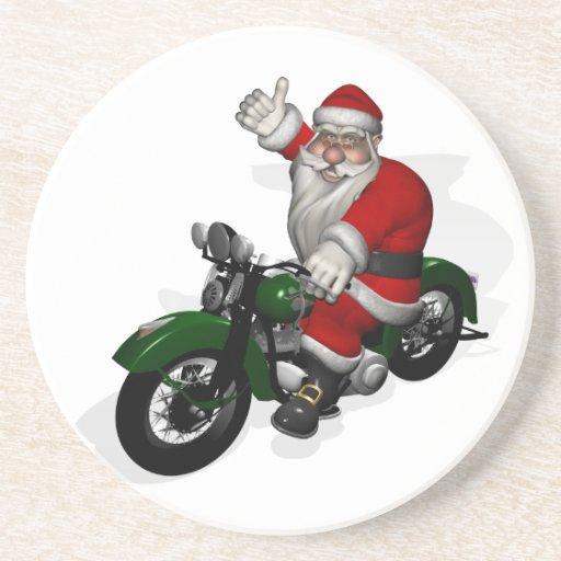 Papá Noel divertido en la moto verde del vintage Posavaso Para Bebida