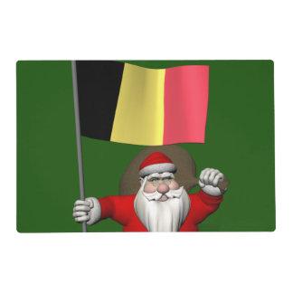 Papá Noel dulce con la bandera de Bélgica Salvamanteles