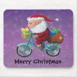 Papá Noel en la bicicleta Tapetes De Ratones