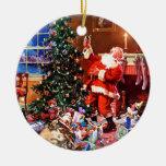 Papá Noel en la noche antes del navidad Ornamentos De Reyes