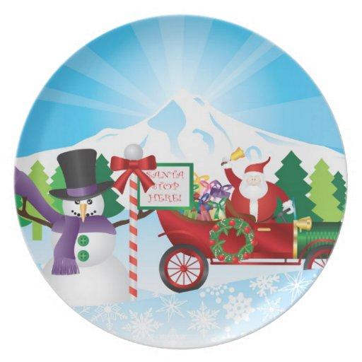 Papá Noel en la placa de la estación del invierno  Platos