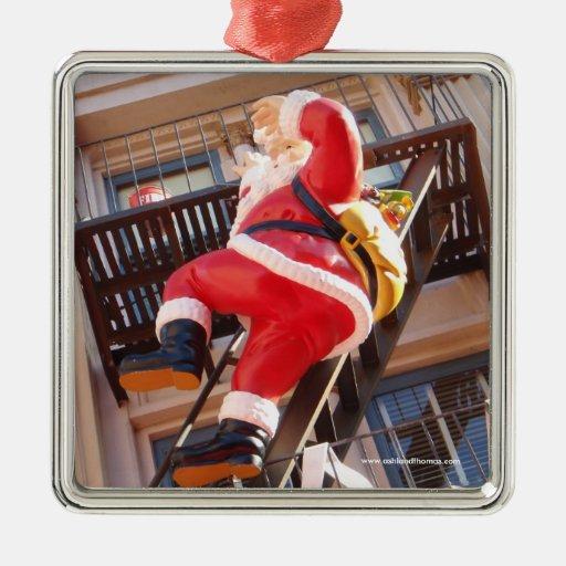 Papá Noel en la salida de incendios Adornos De Navidad