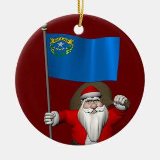 Papá Noel feliz con la bandera de Nevada Adorno Navideño Redondo De Cerámica