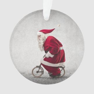 Papá Noel monta una bicicleta