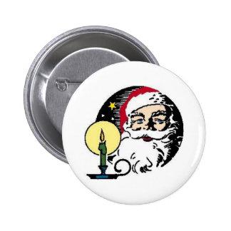 Papá Noel por luz de una vela Pin Redondo De 2 Pulgadas
