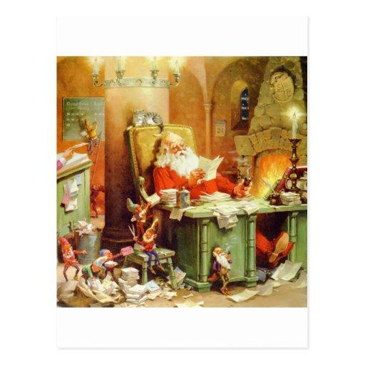 Papá Noel que hace su lista, comprobándolo dos Tarjeta Postal