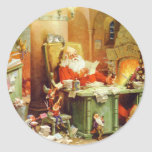 Papá Noel que hace su lista, comprobándolo dos vec Etiqueta Redonda