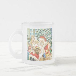 Papá Noel que lee la biblia el Nochebuena Taza