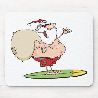 Papá Noel que lleva su saco mientras que practica  Tapete De Ratón