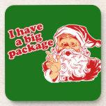 Papá Noel tiene un paquete grande Posavasos De Bebida