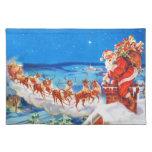 Papá Noel y su reno para arriba en el tejado Mantel Individual