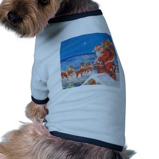 Papá Noel y su reno poderoso Camisetas De Perrito