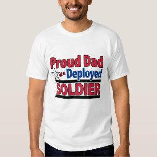 Papá orgulloso de encargo de un soldado desplegado playera