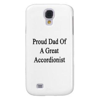Papá orgulloso de un gran acordeonista