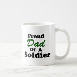 Papá orgulloso de un soldado taza
