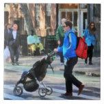 Papá que empuja el Greenwich Village del cochecito Azulejos Ceramicos
