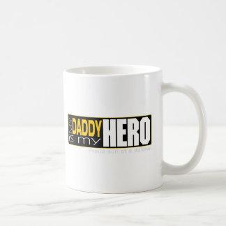 Papá sold.jpg del héroe del soldado taza básica blanca