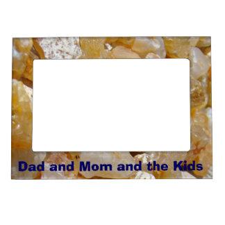 Papá y mamá y los marcos magnéticos de la foto de