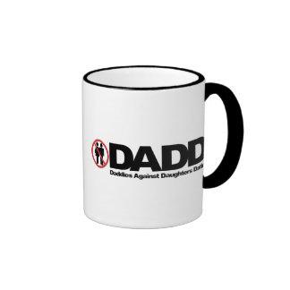 Papás de DADD contra fechar de las hijas Tazas