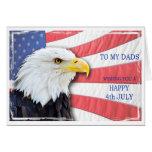 Papás, el 4 de julio con un águila calva y una ban felicitación