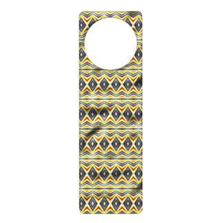 Papel arrugado tribal colgante para puerta
