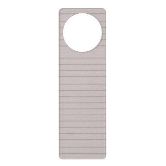 papel beige alineado colgante para puerta
