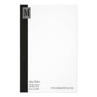 Papel con membrete de cuero negro del negocio del  papeleria de diseño