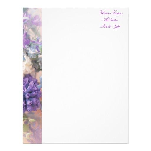 Papel con membrete floral púrpura plantilla de membrete
