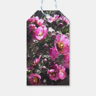 Papel de embalaje rosado vibrante de la flor del etiquetas para regalos
