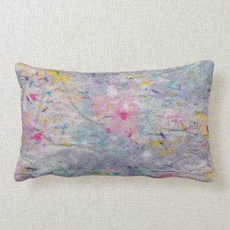 Papel hecho en casa con acentos coloridos de la almohadas