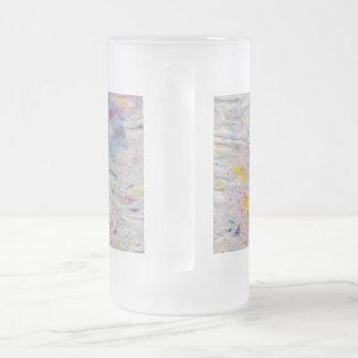 Papel hecho en casa con acentos coloridos de la jarra de cerveza esmerilada