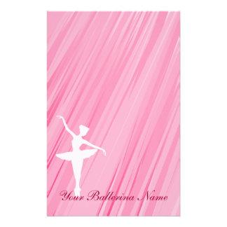 Papel inmóvil de la silueta de la bailarina  papeleria de diseño