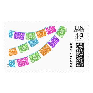 Papel Picado señala el sello por medio de una