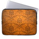 Papel pintado anaranjado del damasco del vintage fundas portátiles