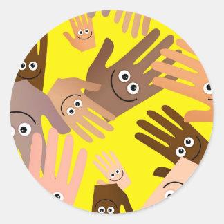 Papel pintado feliz de las manos pegatina redonda
