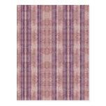 Papel pintado púrpura y rosado rayado retro tarjeta postal