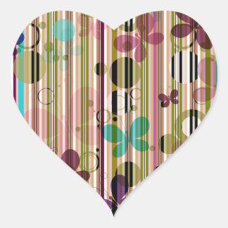 Papel pintado rayado de la mariposa pegatina en forma de corazón