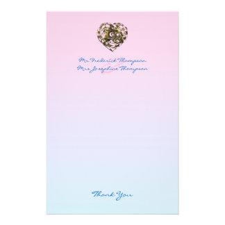 Papel rosado y azul con un corazón papeleria