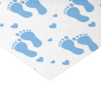 Papel seda azul de los pies del bebé