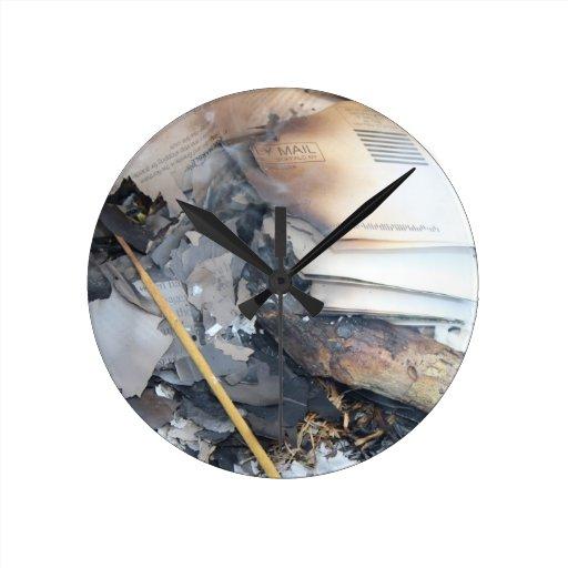 Papeles quemados reloj