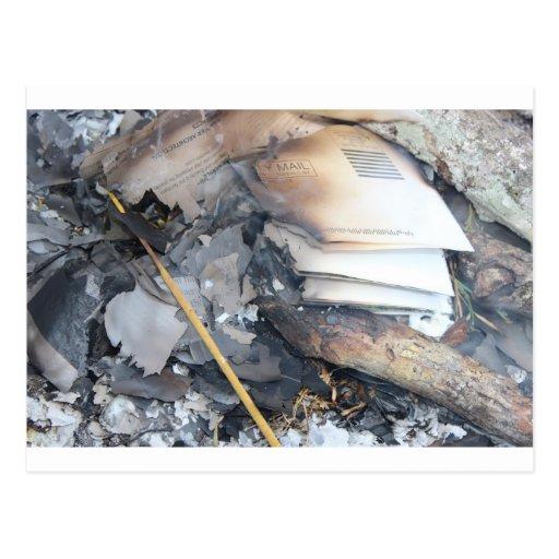 Papeles quemados tarjeta postal