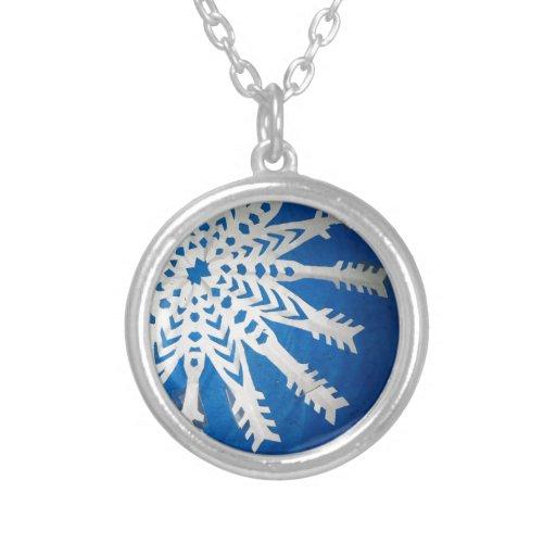 Paper Snowflake Round Pendant Necklace