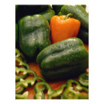 Paprikas frescos del naranja y del verde tarjetas publicitarias