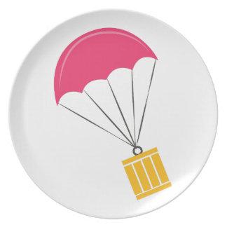 Paquete del paracaídas plato de cena