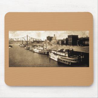 Paquete que aterriza la postal del vintage del río alfombrillas de raton