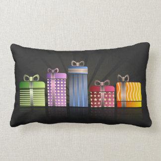 Paquetes coloridos que hacen compras del día de cojín lumbar