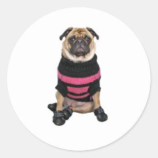 Para arriba vestido perro divertido del barro pegatinas redondas