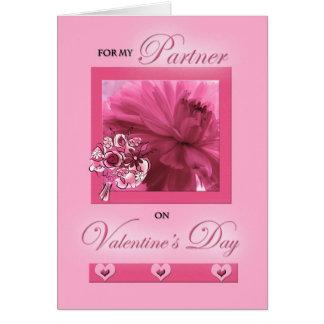 Para el socio de la vida en margarita del rosa del tarjeta de felicitación