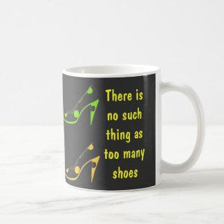 Para las hembras que aman los zapatos del tacón al tazas